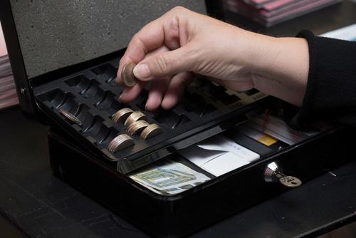 会計人のためのExcel活用術(28)会計データの編集で押さえておきたいピボットテーブル(小口現金)